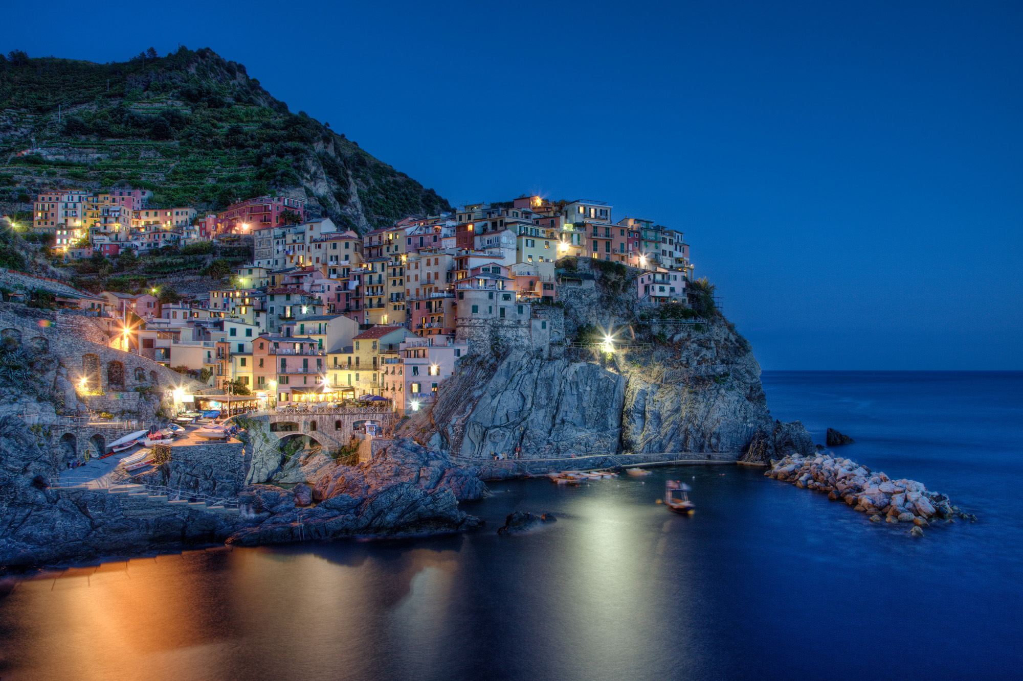 Manarola by Night © Diego Bonacina, PhotographyBlogger.net