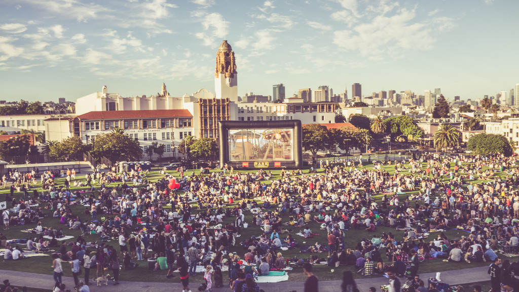 Film 'Night' at Mission Park, San-Francisco - © Ofer Rozenman